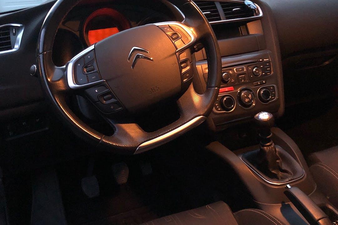 Billig billeje af Citroën C4 med Anhængertræk nær 3700 Rønne.