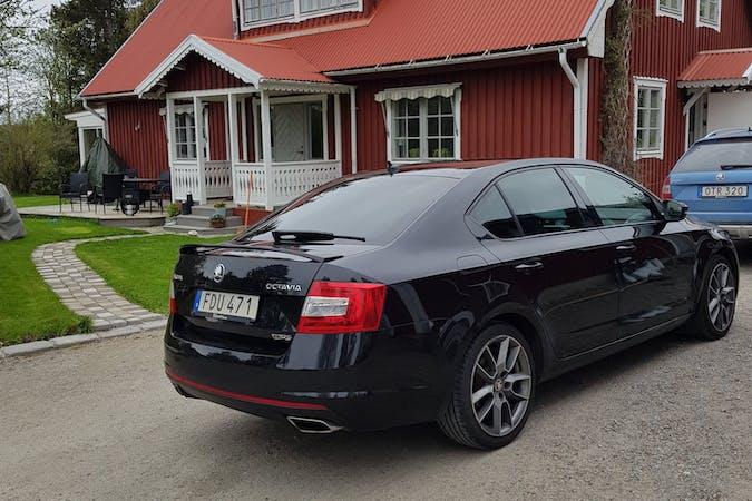 Billig biluthyrning av Skoda Octavia med Isofix i närheten av  Östermalm.