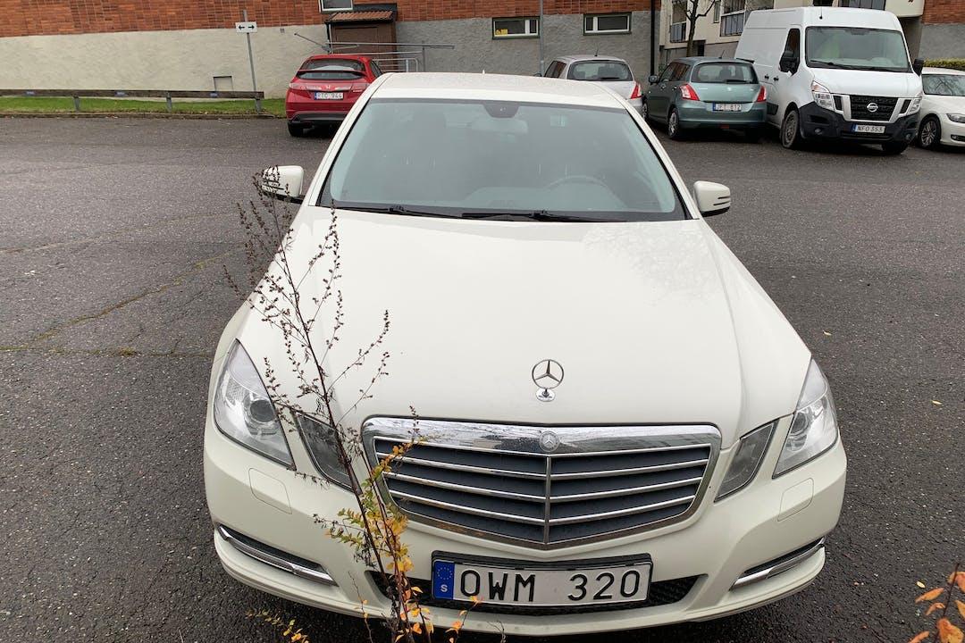 Billig biluthyrning av Mercedes E-Class med GPS i närheten av 583 31 Lambohov.