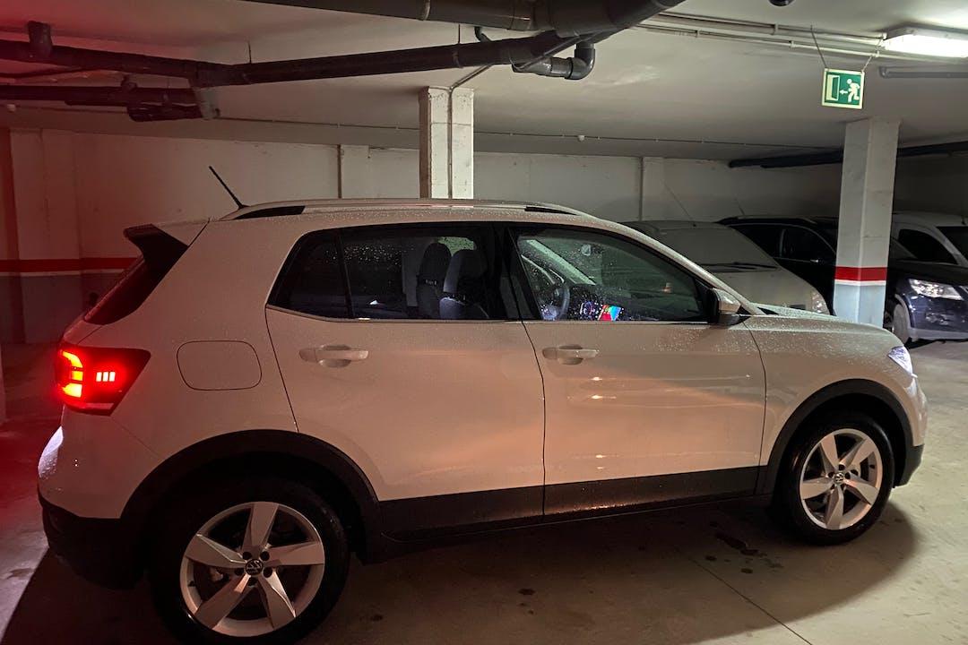 Alquiler barato de Volkswagen T-Cross con equipamiento GPS cerca de 08014 Barcelona.