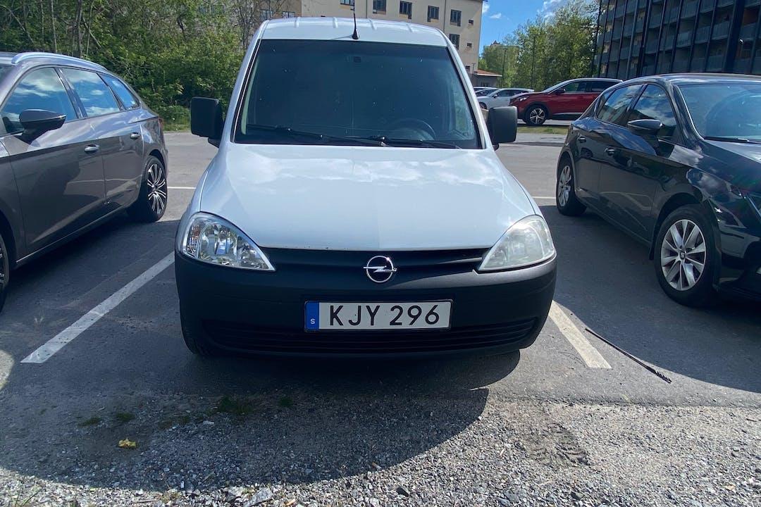 Billig biluthyrning av Opel Combo i närheten av 136 66 .