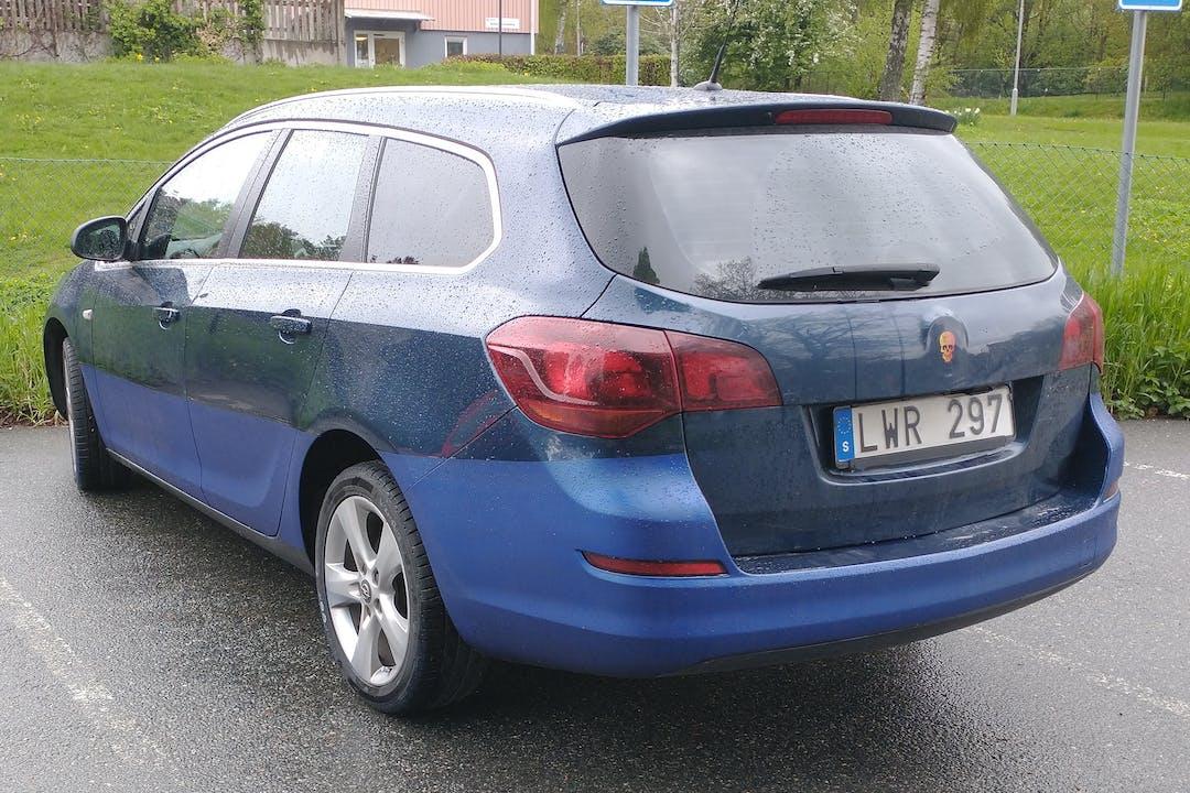 Billig biluthyrning av Opel Astra med Isofix i närheten av 424 31 Hjällbo-Eriksbo.