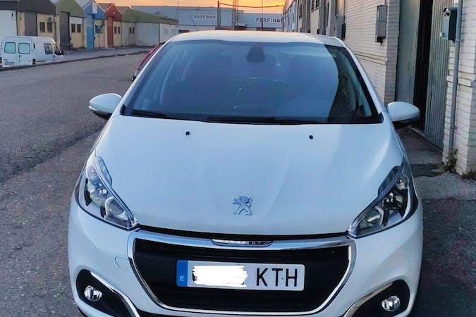 Alquiler barato de Peugeot 208 cerca de 41013 Sevilla.
