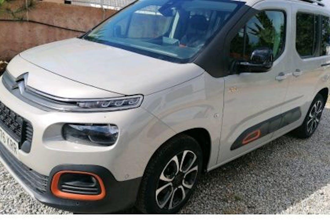 Alquiler barato de Citroën Berlingo con equipamiento GPS cerca de 07800 Eivissa.