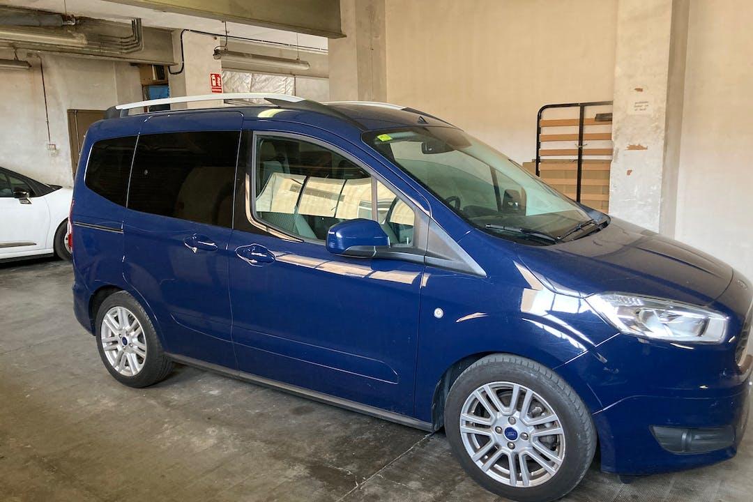 Alquiler barato de Ford Tourneo cerca de  Barcelona.