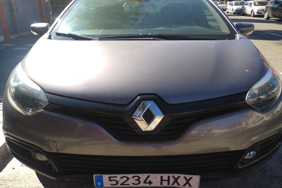 Alquiler barato de Renault Captur cerca de 43840 Salou.