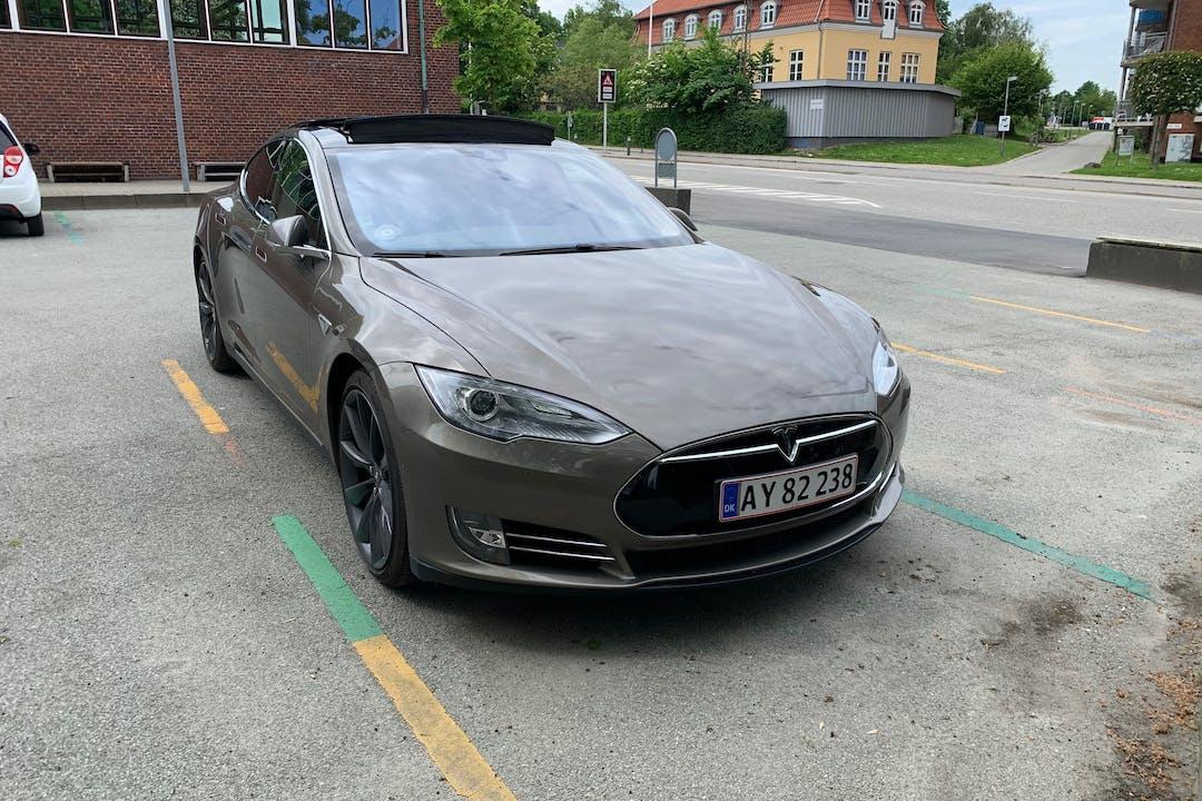 Billig billeje af Tesla Model S med Bluetooth nær 8000 Aarhus.