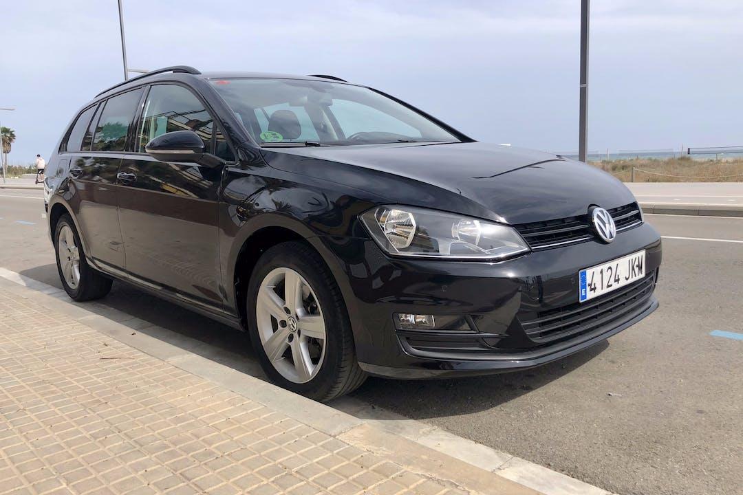 Alquiler barato de Volkswagen Golf con equipamiento GPS cerca de 08029 Barcelona.