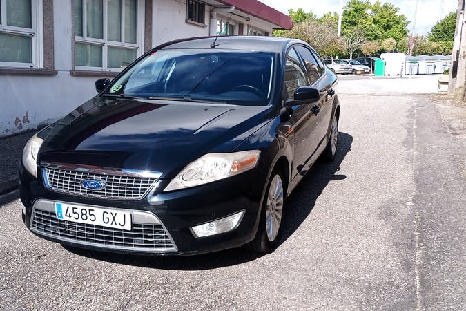 Alquiler barato de Ford Mondeo con equipamiento GPS cerca de 36210 Vigo.