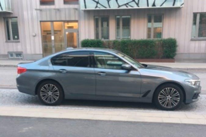 Billig biluthyrning av BMW 5 Series med GPS i närheten av  Fosie.