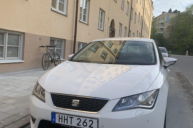 Billig biluthyrning av Seat León med Isofix i närheten av 115 39 Östermalm.