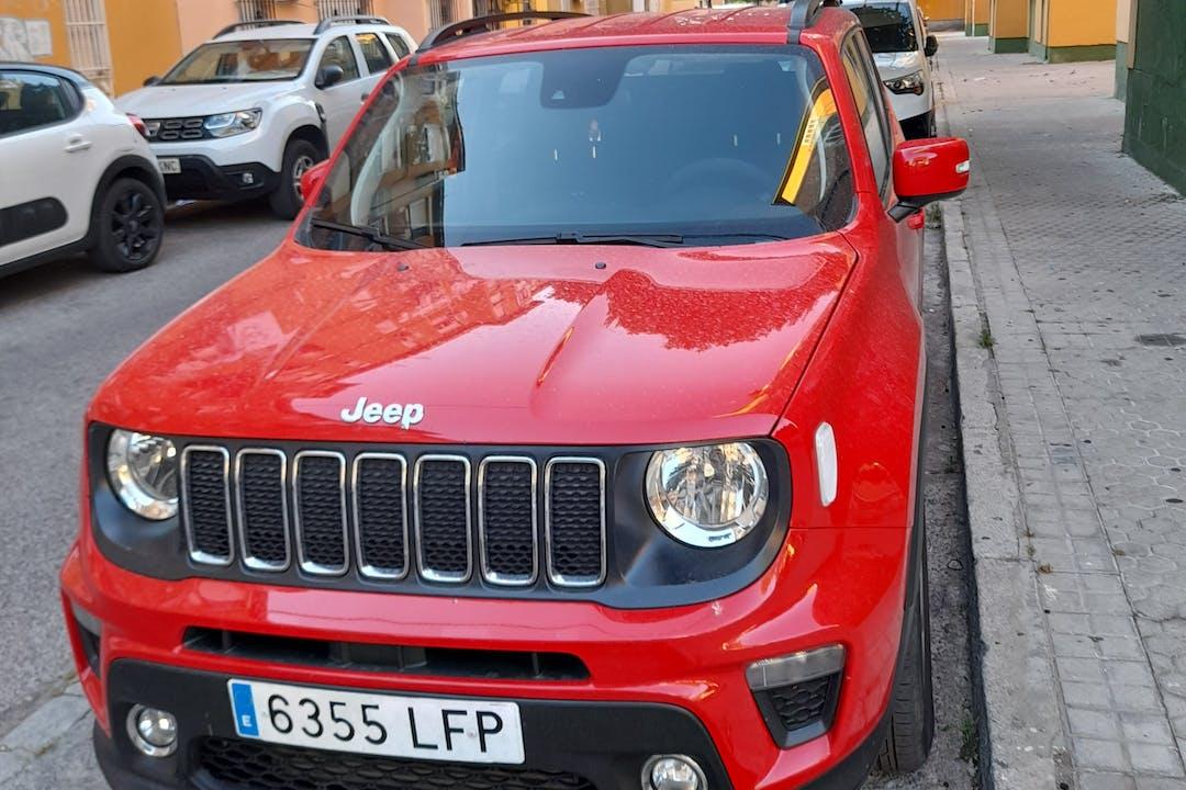 Alquiler barato de Jeep Renegade con equipamiento GPS cerca de 41006 Sevilla.