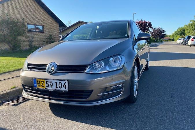 Billig billeje af Volkswagen Golf Stationcar med GPS nær 9210 Aalborg.
