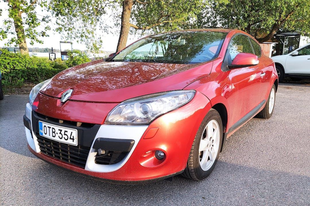 Renault Megane Coupen halpa vuokraus GPSn kanssa lähellä 02360 Espoo.