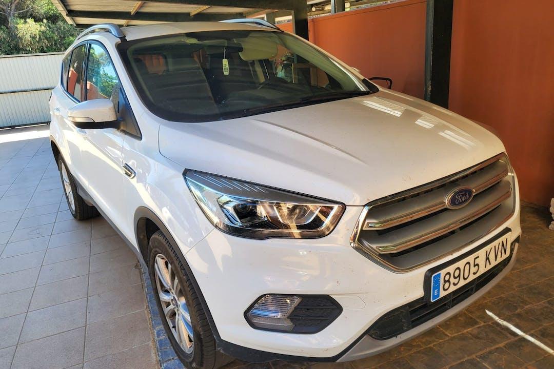 Alquiler barato de Ford Kuga con equipamiento GPS cerca de 11139 Chiclana de la Frontera.