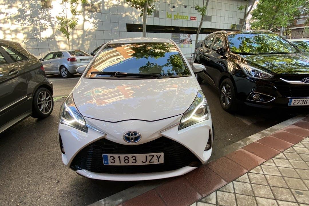 Alquiler barato de Toyota Yaris con equipamiento GPS cerca de 28020 Madrid.