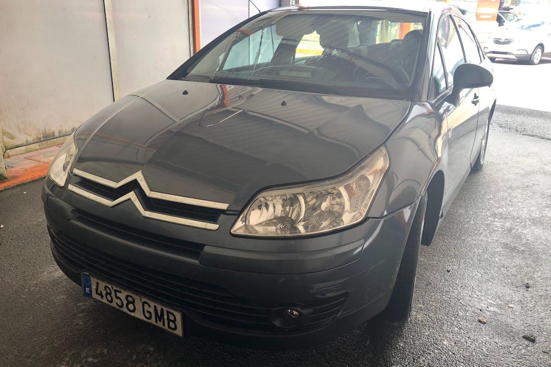 Alquiler barato de Citroën C4 con equipamiento GPS cerca de 32005 Ourense.