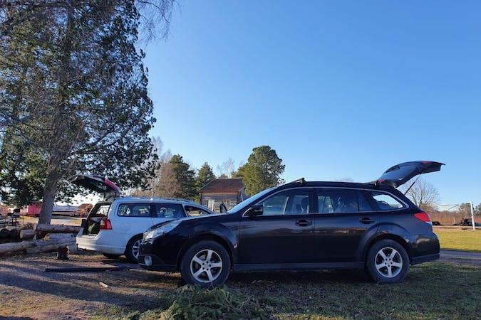 Billig biluthyrning av Subaru Outback med Dragkrok i närheten av 775 95 Avesta NO.