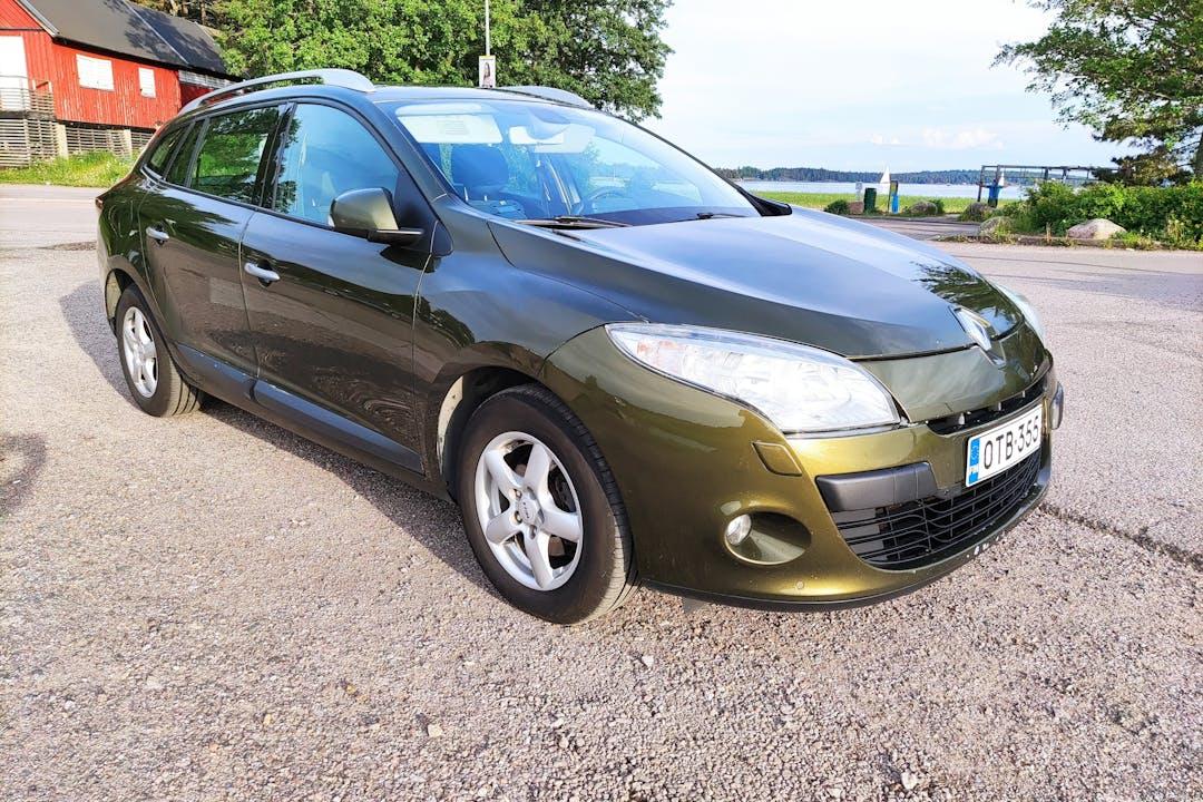 Renault Meganen halpa vuokraus GPSn kanssa lähellä 02360 Espoo.