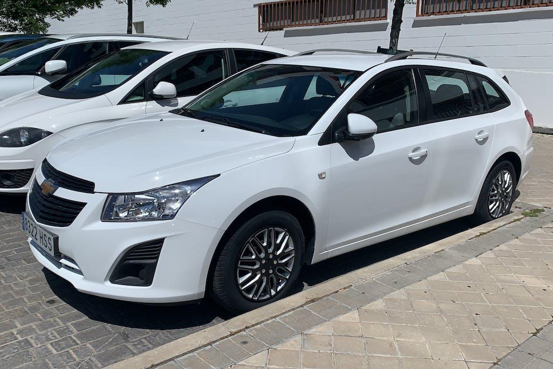 Alquiler barato de Chevrolet Cruze con equipamiento Bluetooth cerca de 28019 Madrid.