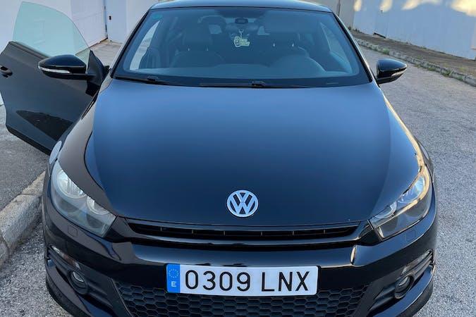 Alquiler barato de Volkswagen Scirocco con equipamiento GPS cerca de 03700 Dénia.