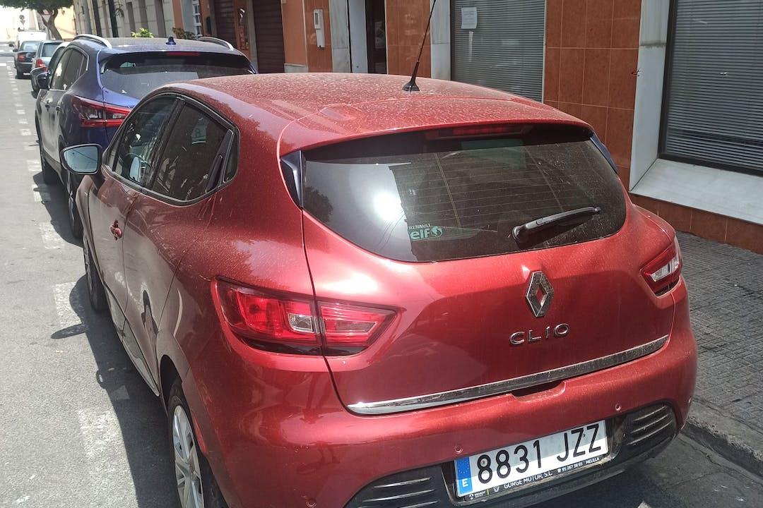 Alquiler barato de Renault Clio con equipamiento GPS cerca de 52006 Melilla.