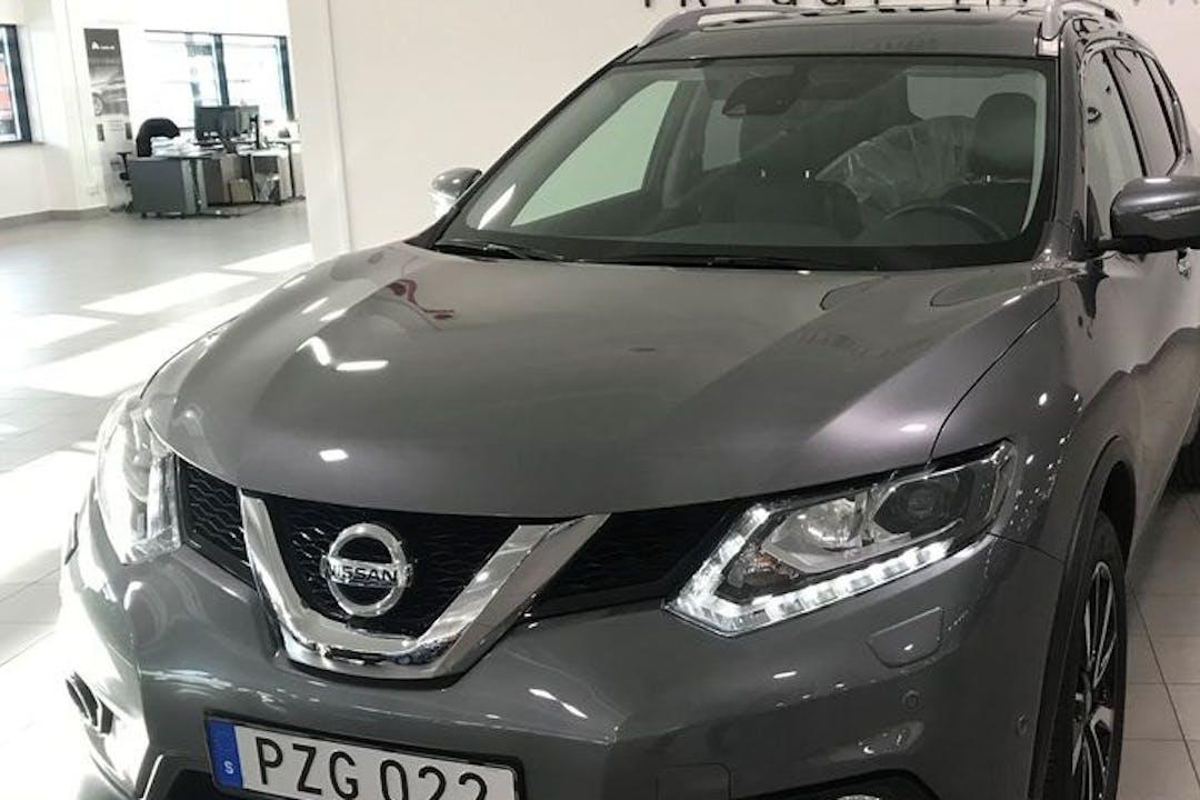 Billig biluthyrning av Nissan X-Trail med GPS i närheten av 164 53 Kista.