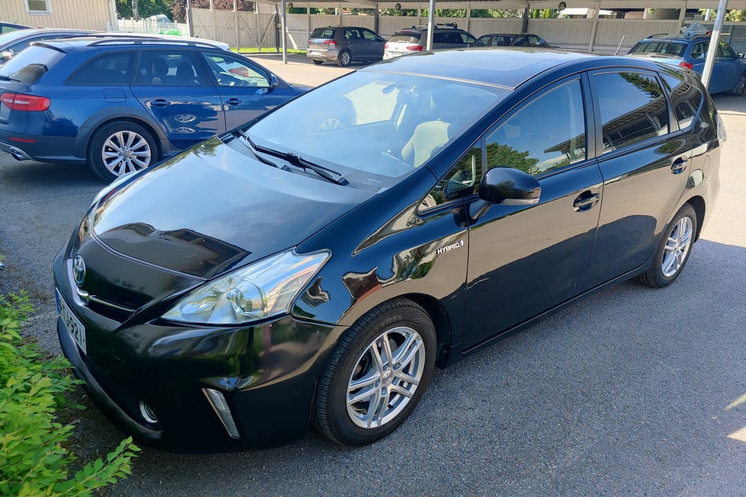 Toyota Prius+n lalpa vuokraus lähellä 01300 Vantaa.
