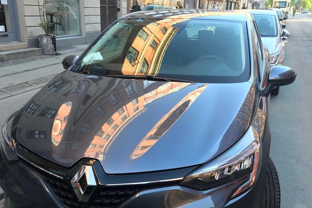 Billig billeje af Renault Clio med GPS nær 2200 København.