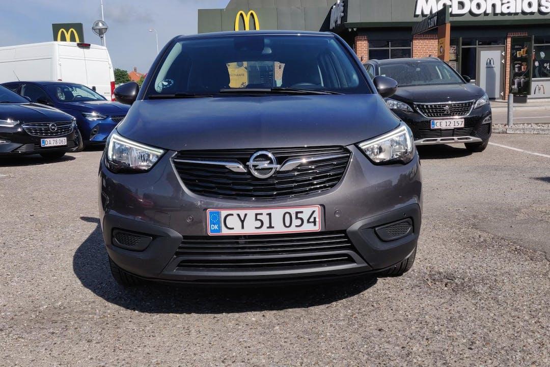 Billig billeje af Opel Crossland X med Isofix beslag nær 2720 København.