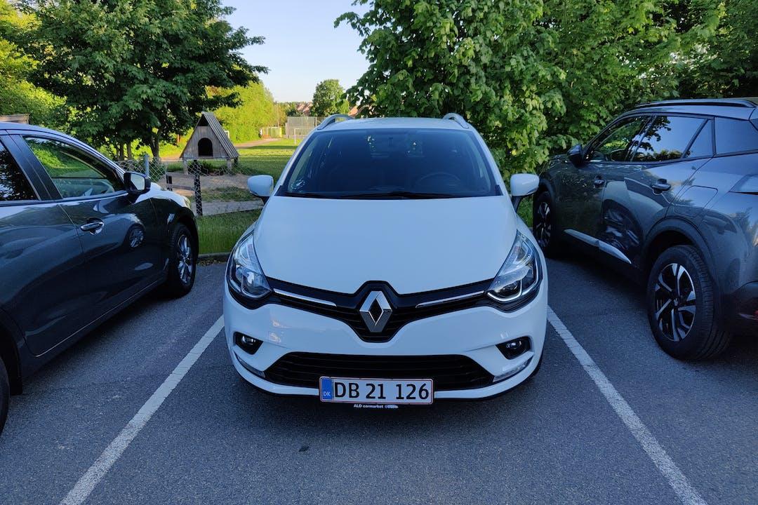Billig billeje af Renault Clio SW med GPS nær 2850 Nærum.
