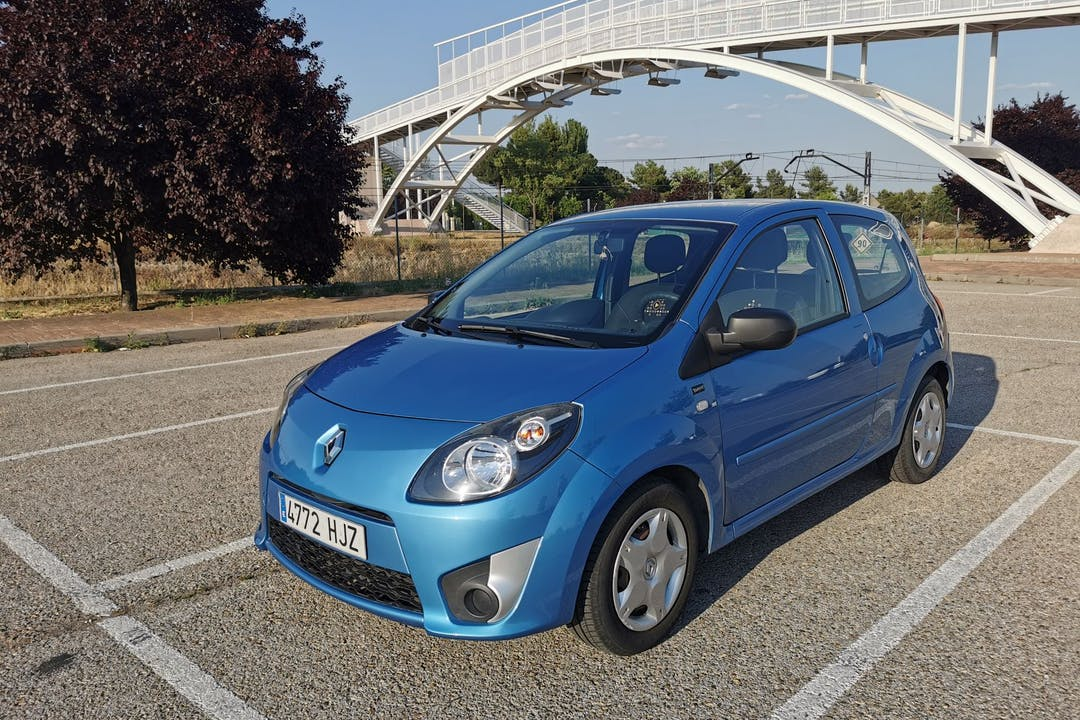 Alquiler barato de Renault Twingo cerca de 28042 Madrid.