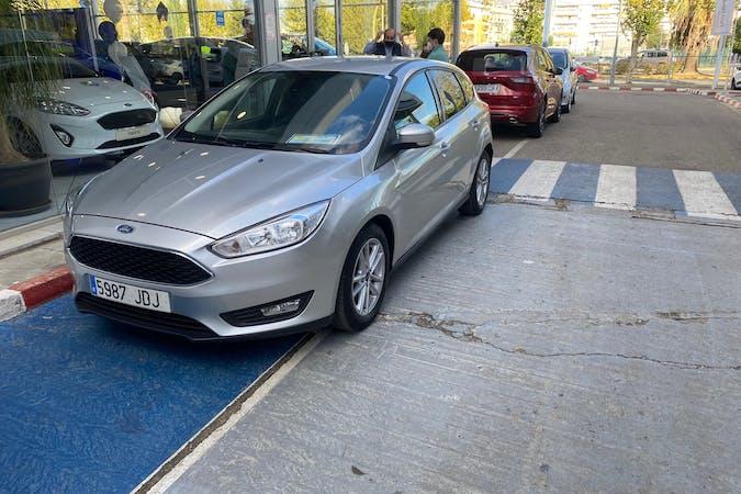 Alquiler barato de Ford Focus con equipamiento Bluetooth cerca de 41230 Castilblanco de los Arroyos.