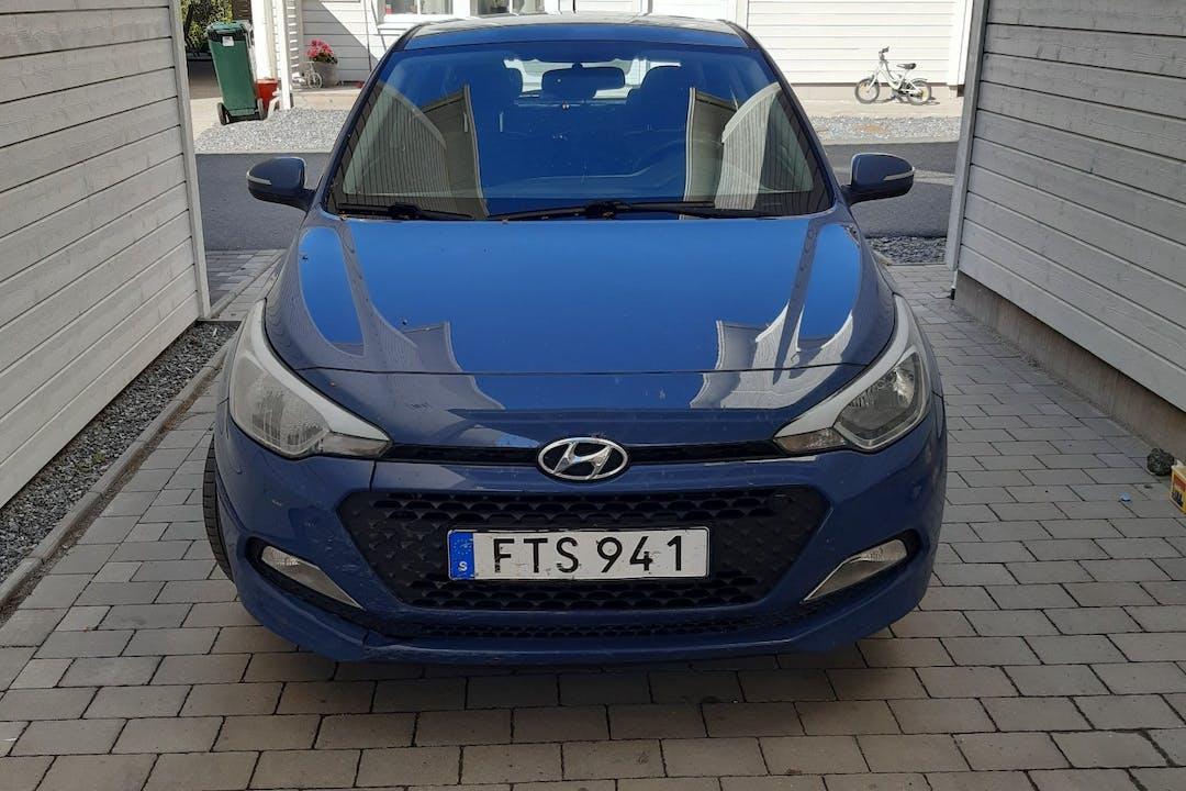 Billig biluthyrning av Hyundai i20 med Bluetooth i närheten av  .