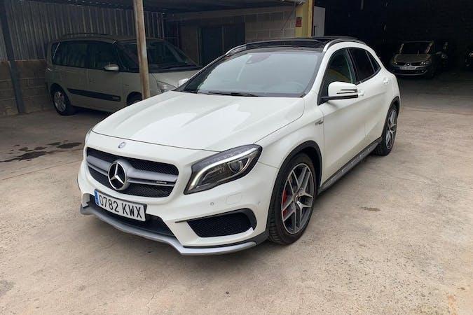 Alquiler barato de Mercedes GLA con equipamiento GPS cerca de 07800 Eivissa.