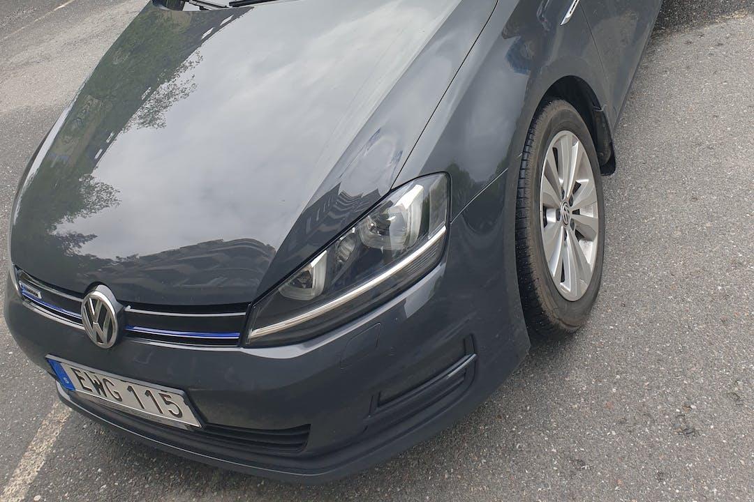 Billig biluthyrning av Volkswagen Golf Sportsvan med Isofix i närheten av 141 61 Sjödalen.
