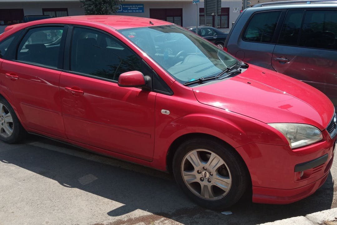 Alquiler barato de Ford Focus cerca de 46100 Burjasot.