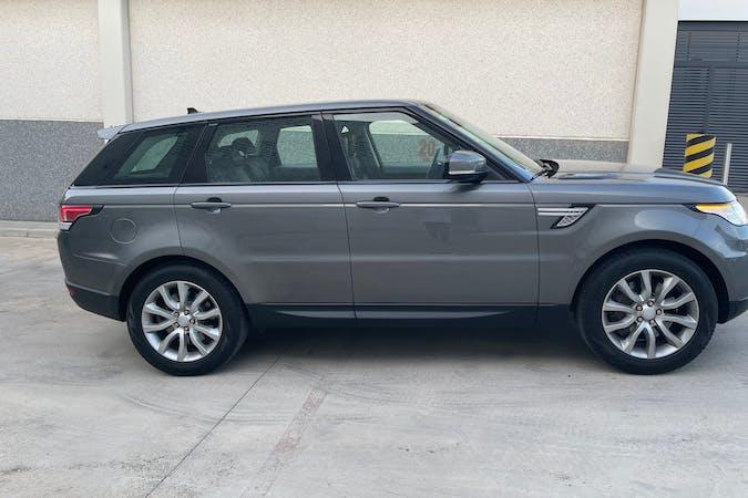 Alquiler barato de Land Rover Range Rover Sport con equipamiento GPS cerca de 17250 Platja d'Aro.