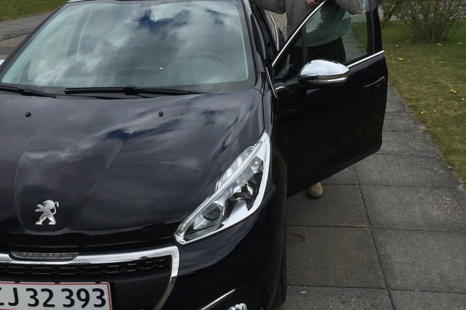 Billig billeje af Peugeot 208 med Isofix beslag nær 8000 Aarhus.