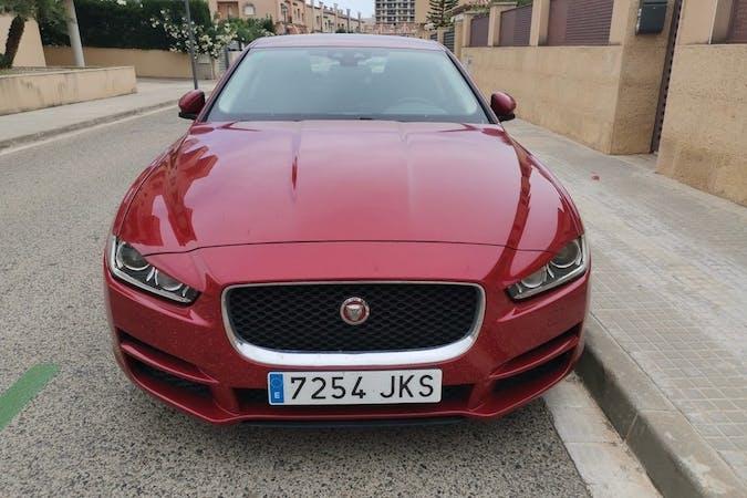 Alquiler barato de Jaguar XE con equipamiento GPS cerca de  Reus.
