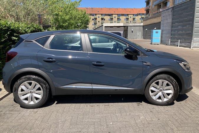 Billig billeje af Renault Captur med GPS nær 2200 København.