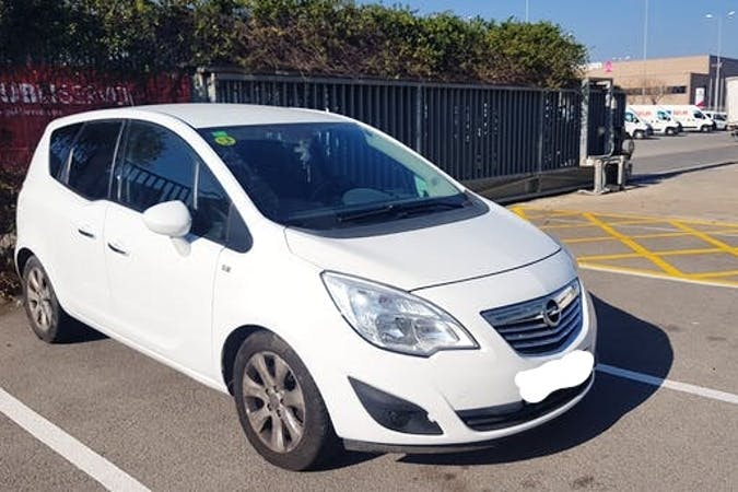 Alquiler barato de Opel Meriva cerca de 08042 Barcelona.