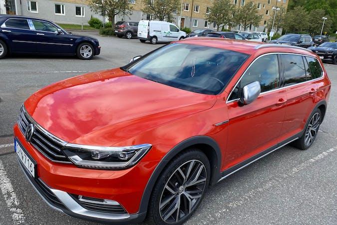 Billig biluthyrning av Volkswagen Golf Alltrack med GPS i närheten av 421 74 Högsbo.