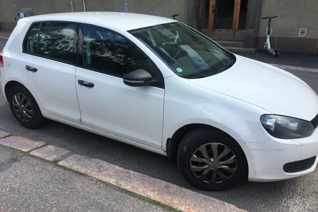Volkswagen Golfn lalpa vuokraus lähellä 00140 Helsinki.