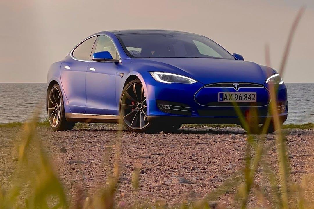 Billig billeje af Tesla Model S med GPS nær 8000 Aarhus.