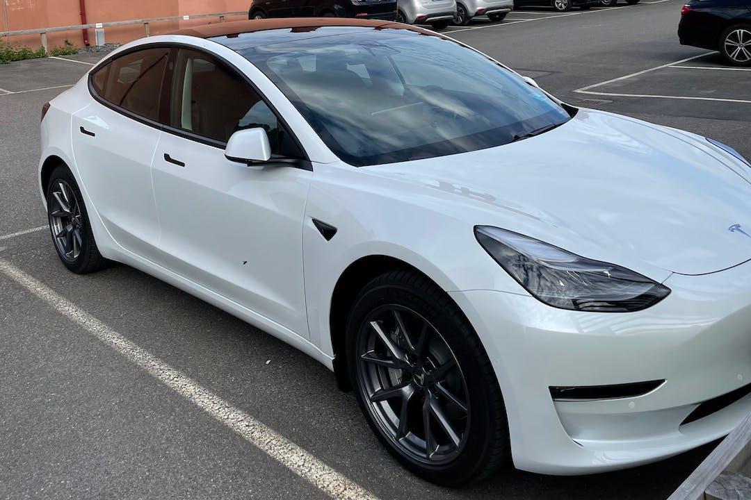 Billig biluthyrning av Tesla Model 3 i närheten av 412 63 Johanneberg.