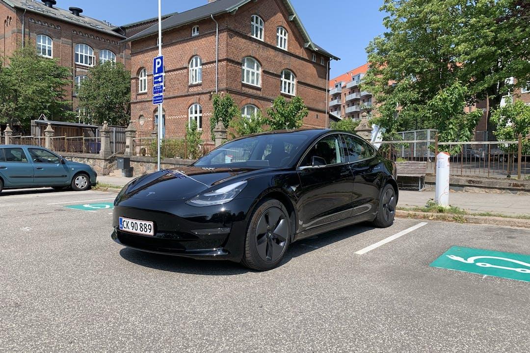 Billig billeje af Tesla Model 3 med GPS nær 8000 Aarhus.