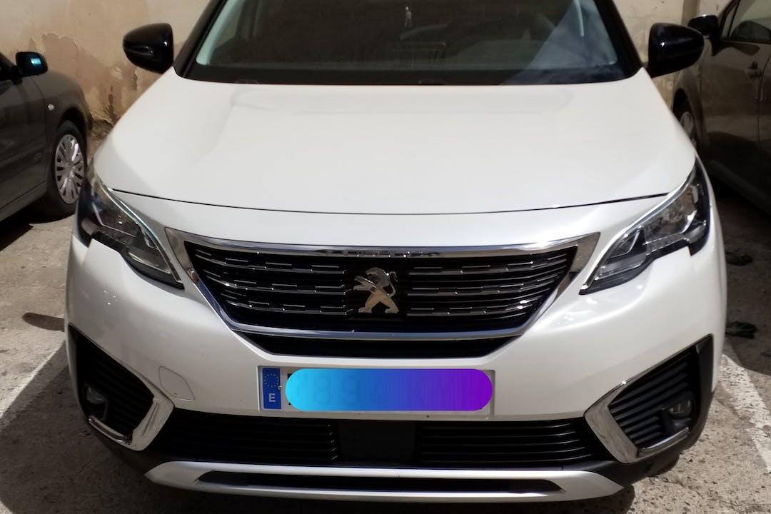Alquiler barato de Peugeot 5008 con equipamiento GPS cerca de 28053 Madrid.
