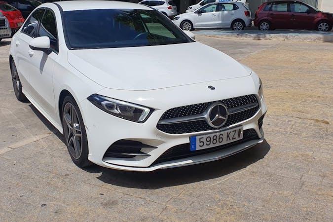 Alquiler barato de Mercedes A-Class con equipamiento GPS cerca de 29603 Marbella.