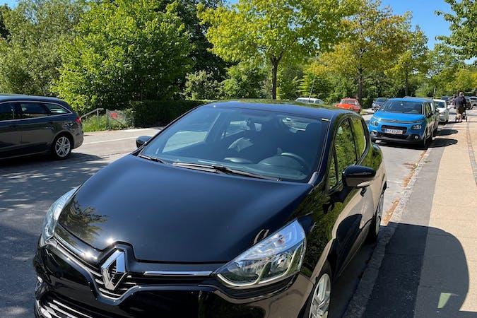 Billig billeje af Renault Clio med GPS nær 2720 København.